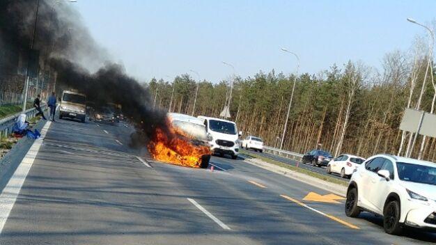 Na Żołnierskiej spłonął samochód