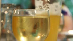 Wino, piwo i inne trunki. Ile czasu musisz ćwiczyć, żeby je spalić?