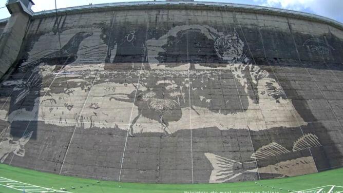 Największy ekologiczny mural w Europie na zaporze w Solinie. Zobacz transmisję live