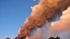 Spektakularna erupcja Etny (PAP/EPA/ORIETTA SCARDINO)