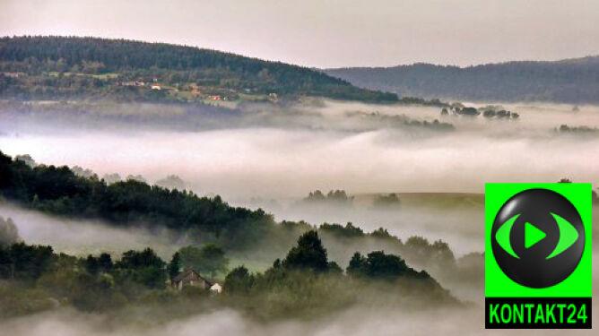 Sudety spowite we mgle. Na nizinach zamglenia